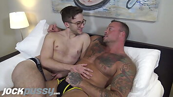 Hot muscle stud eats FTM pussy & toy-fucks him to orgasm